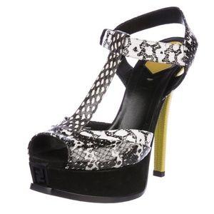 ❤️💕 Fendi T-strap platform sandals 💕❤️